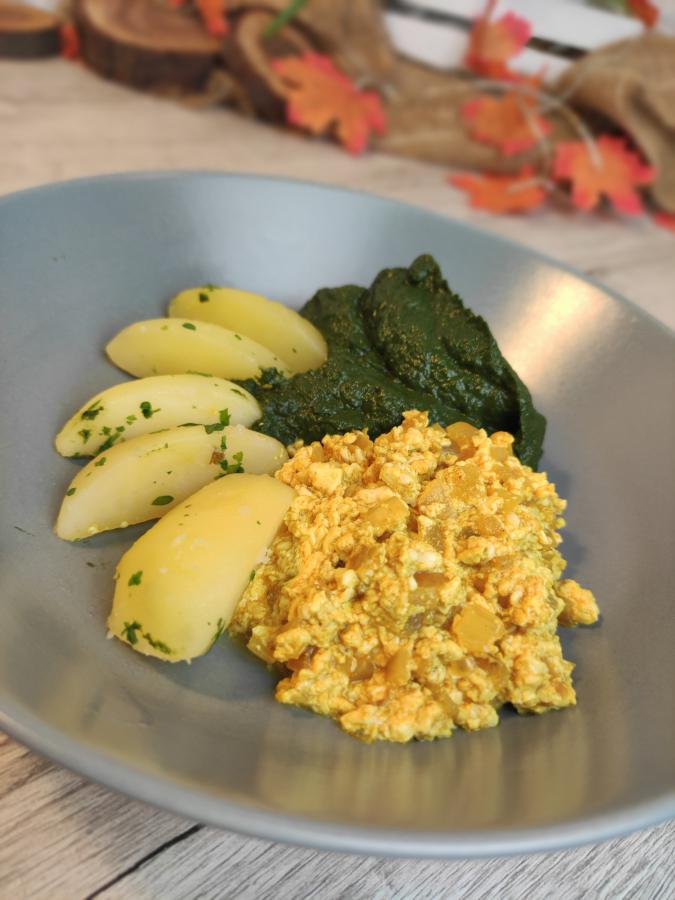 Rührtofu (wie Rührei) mit Spinat und Kartoffeln